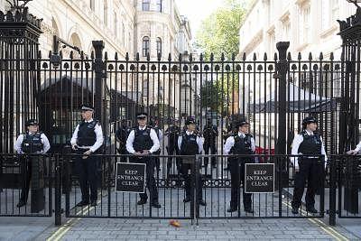 1,504 यूके पुलिस अधिकारियों की दुर्व्यवहार के लिए जांच