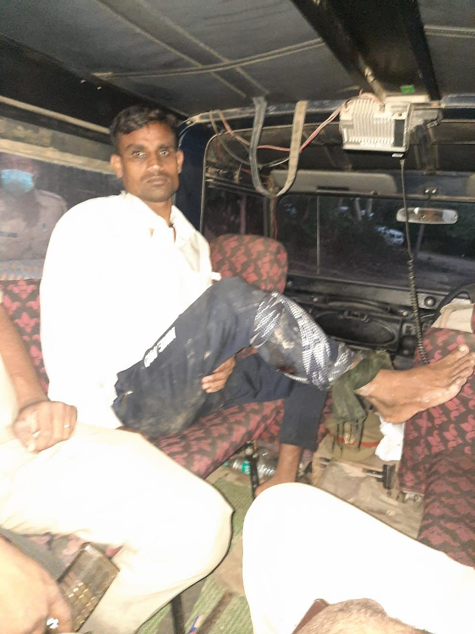 barabanki-shooting-in-the-crook39s-leg-in-the-encounter-the-main-constable-injured
