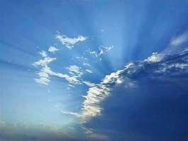 वाराणसी : 'यास' चक्रवात का असर, मौसम के बदले तेवर से ठंड का एहसास