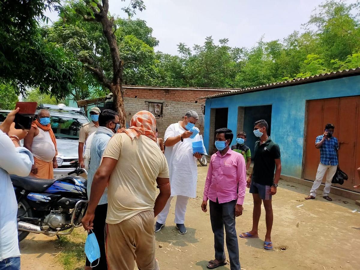 गांव-गांव जाकर लोगों से मिल रहे हैं भाजपा विधायक कुंदन कुमार