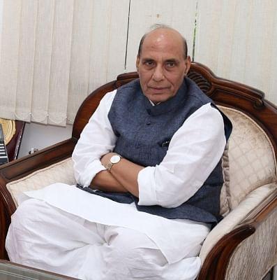रक्षामंत्री ने बताया कैसे अदृश्य दुश्मन से लड़ रहीं सेनाएं, पीएम मोदी ने की तारीफ