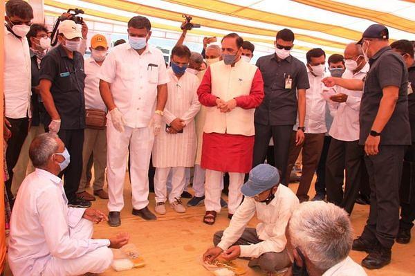 मुख्यमंत्री विजय रूपाणी ने जूनागढ़ के सिविल अस्पताल का किया निरीक्षण