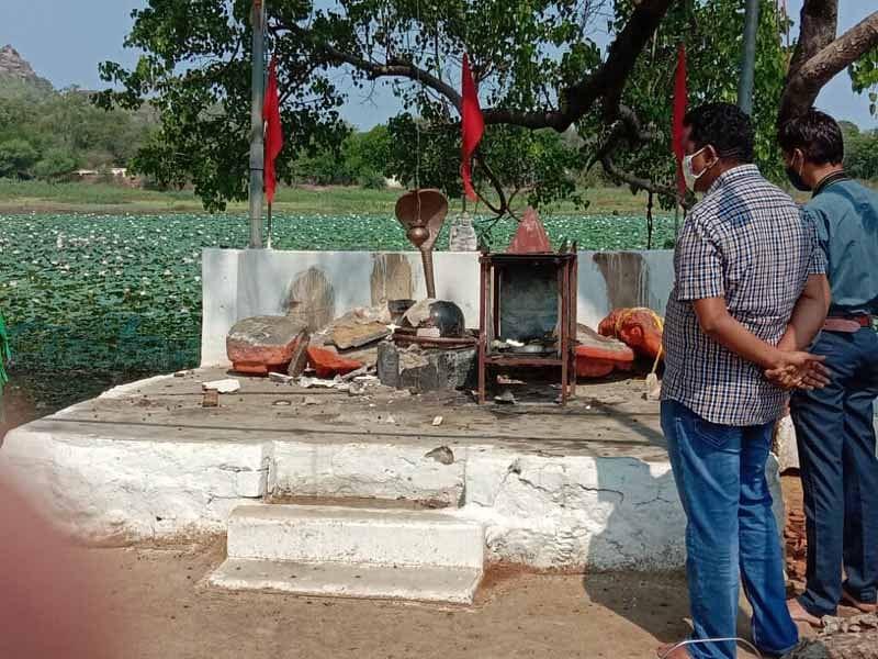 कांकेर : असामाजिक तत्वो ने मंदिर में तोडफ़ोड़ किया