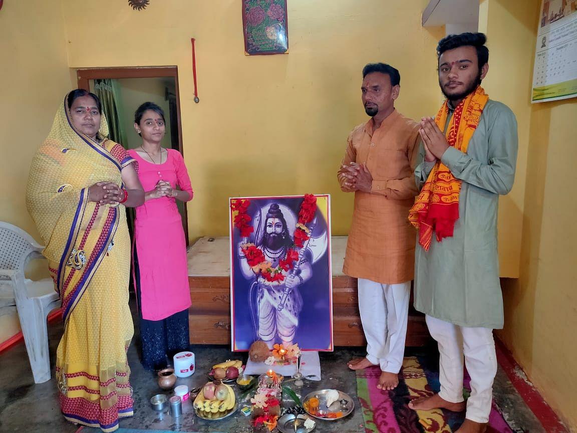 विष्णु के छठें अवतार भगवान परशुराम प्राकट्योत्सव श्रद्धा व हर्षोल्लास के साथ मना