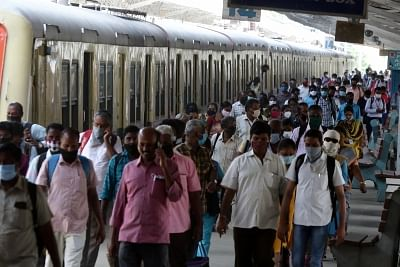 तमिलनाडु उपनगरीय ट्रेनों में केवल फ्रंटलाइन वर्कर्स को यात्रा की अनुमति