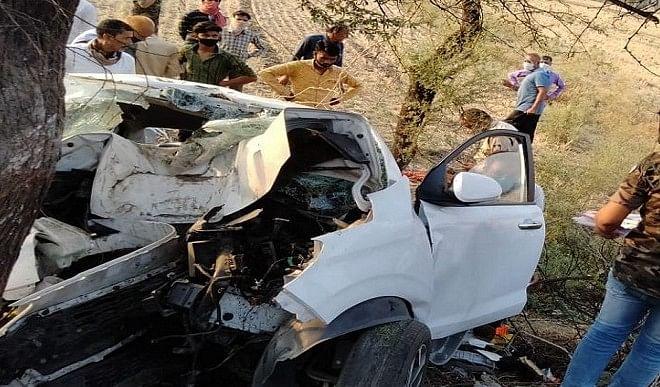 इंदौर-बैतूल राष्ट्रीय राजमार्ग पर कार बबूल के पेड़ से टकराई, बारात में इंदौर के 3 युवकों की मौत