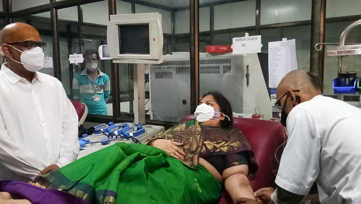 वैवाहिक वर्षगांठ पर पूर्व मंत्री अजय राय की धर्मपत्नी ने किया रक्तदान, लोगों से रक्तदान की अपील