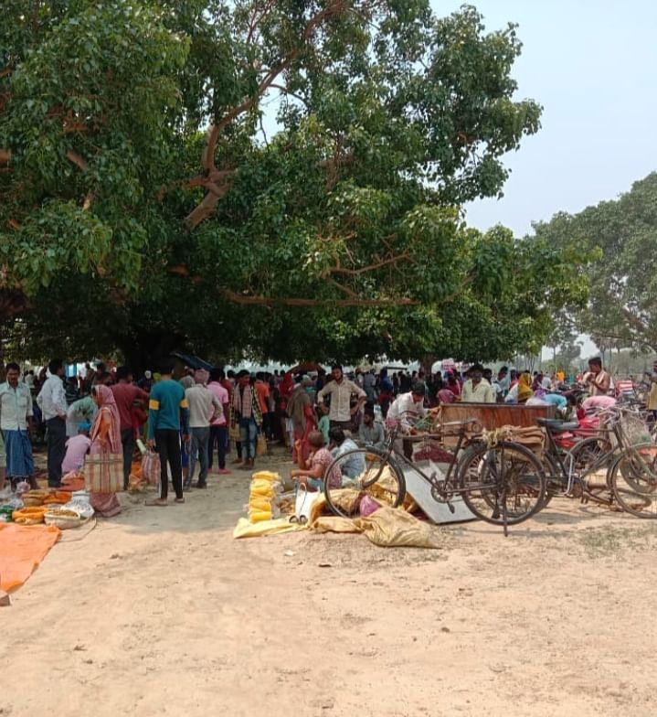लॉकडाउन की उड़ी धज्जियां, ग्रामीण क्षेत्रों में साप्ताहिक हाट से बढ़ सकता है संक्रमण
