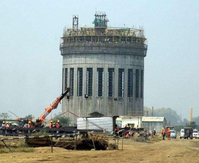 गोरखपुर : खाद कारखाना निर्माण से जुड़ी दो कंस्ट्रक्शन कंपनियों के संचालकों पर मुकदमा