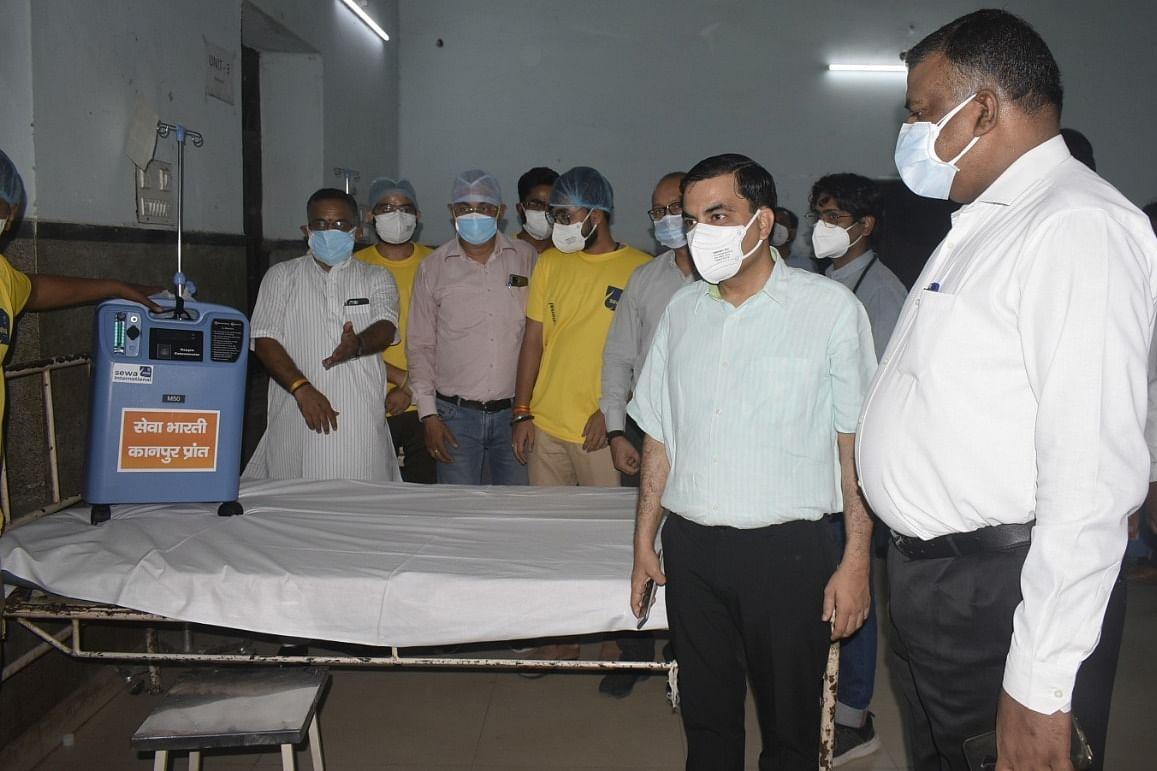 सेवा भारती ने मेडिकल कालेज के बालरोग विभाग को 25 आक्सीजन कन्सन्ट्रेटर भेंट किए