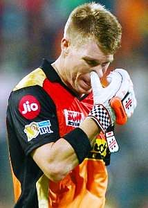 राजस्थान के खिलाफ मैच से बाहर किये जाने पर स्तब्ध और निराश हैं वॉर्नर : टॉम मूडी