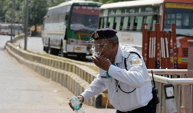 दिल्ली में बढ़ सकती है गर्मी, अधिकतम तापमान 41 डिग्री सेल्सियस रहने का अनुमान