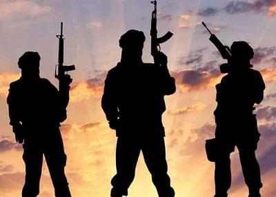 दक्षिण कश्मीर के शोपियां जिले में 4 अल बदर आतंकवादी फंसे