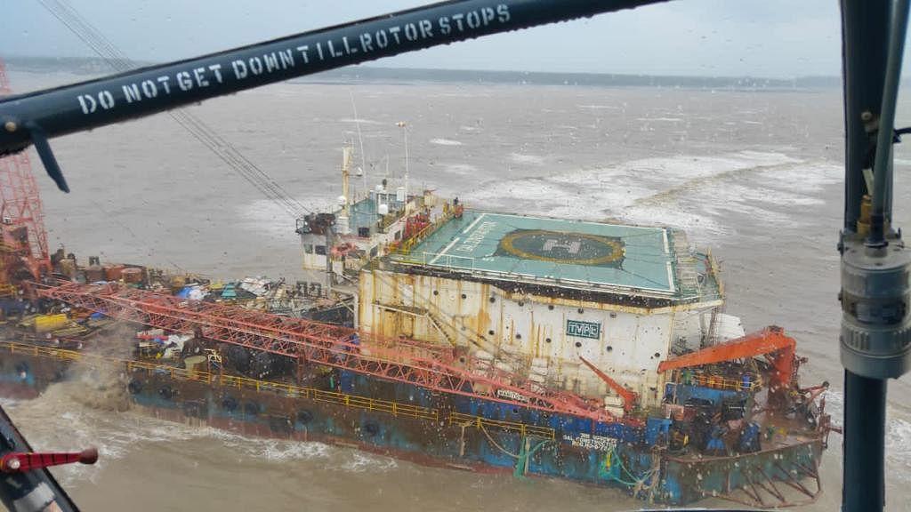 समुद्र में फंसे 'गैल कंस्ट्रक्टर' पोत से बचाए गए 39 क्रू मेंबर