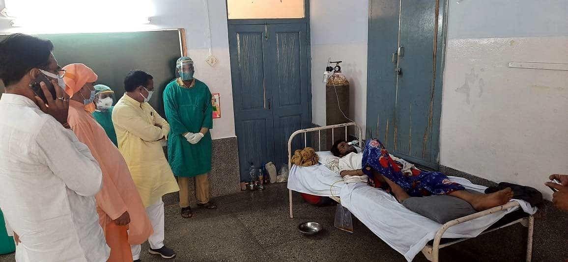 मंत्री यादव ने कोरोना मरीजों से मिलकर चिकित्सा व्यवस्थाओं की ली जानकारी