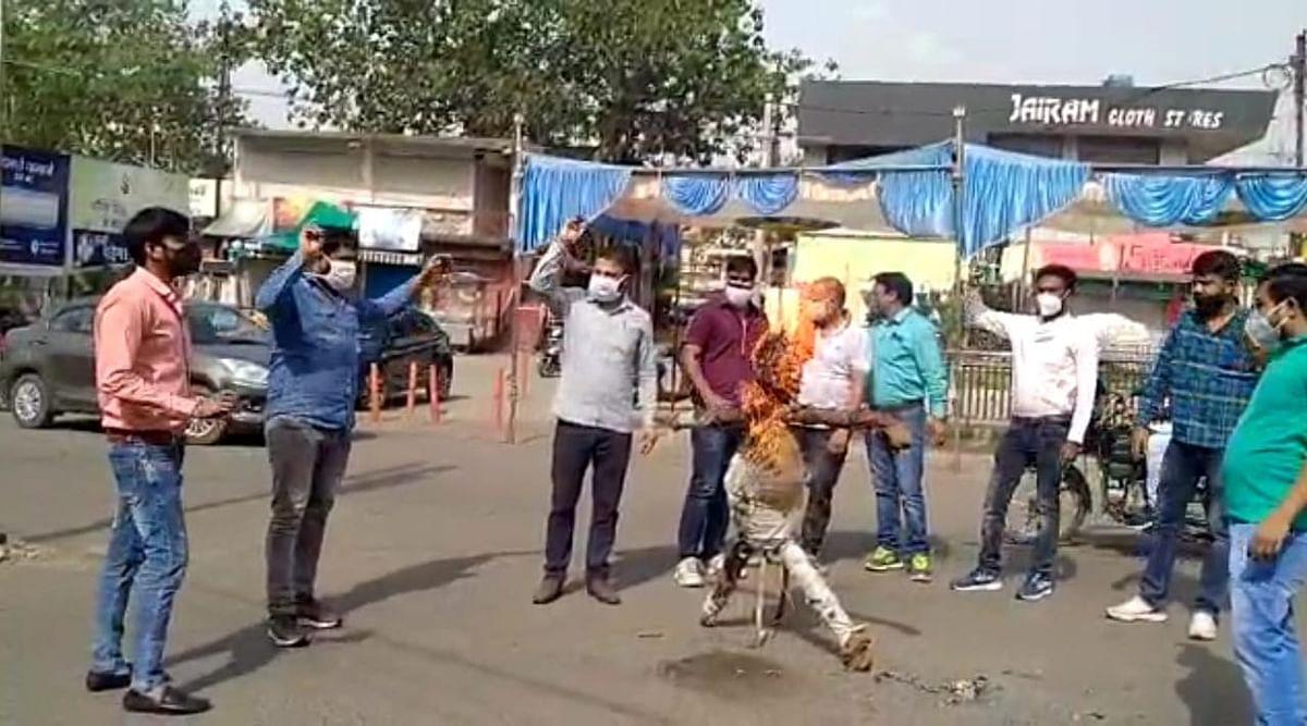 छिंदवाड़ा भाजयुमो ने किया कमलनाथ का पुतला दहन