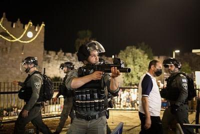 पूर्वी यरुशलम में झड़प में 90 फिलिस्तीनी घायल (लीड-1)