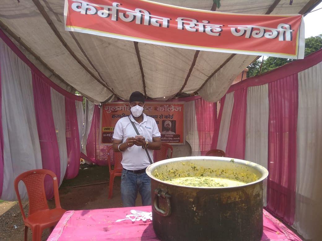 जरूरतमंदों के बीच बांटा जा रहा भोजन, सेवा रहेगी जारी : कर्मजीत सिंह जग्गी