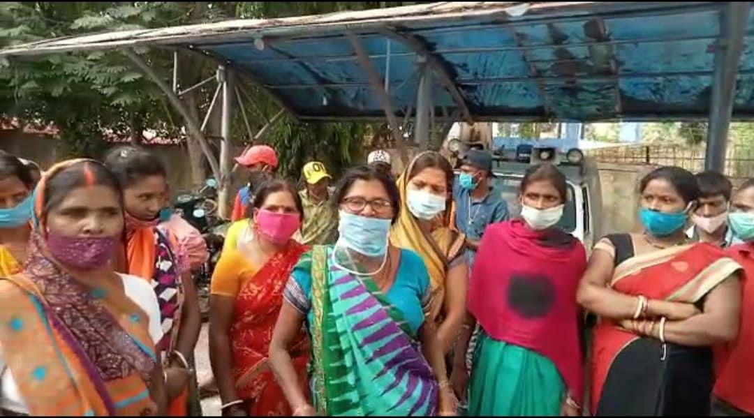 हत्या के विरोध में आक्रोशित लोगों ने किया डोरंडा थाने का घेराव