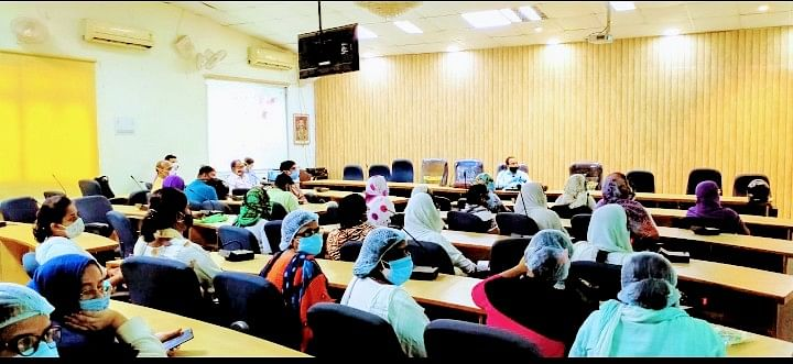आरा में स्वास्थ्यकर्मियो को ऑक्सीजन व अन्य उपकरण ऑपरेट करने का दिया गया प्रशिक्षण