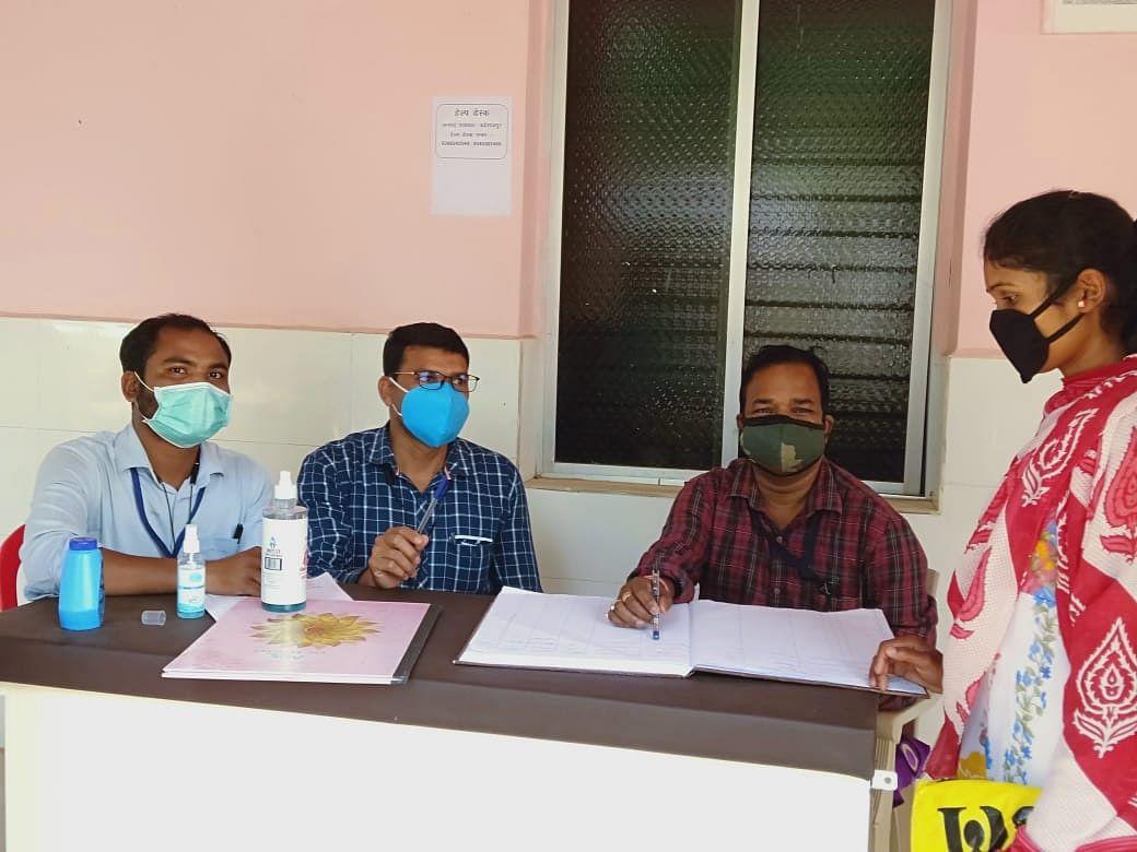 कोंडागांव : टीकाकरण केंद्रों में  सहयोग हेतु बनाए गए सीजी टीका हेल्प डेस्क