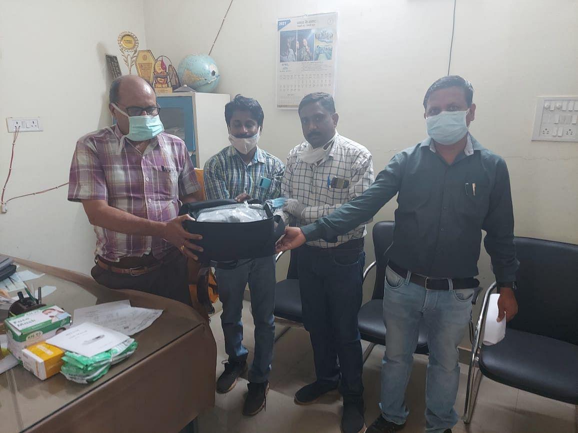 बेमेतरा:सीएसपीडीसीएल के कर्मचारियों  ने कोविड.19 के  सहायतार्थ दी सामग्री व राशि