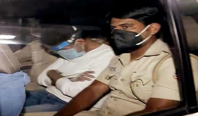 ऑक्सीजन सांद्रक कालाबाजारी: दिल्ली पुलिस ने कालरा की पांच दिन की हिरासत मांगी