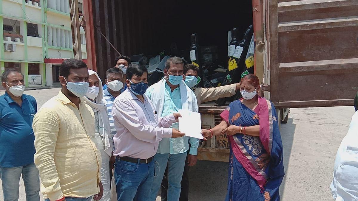 नवादा के राजद विधायकों ने दुबई से मंगवाकर दिए 200 आक्सीजन सिलेंडर