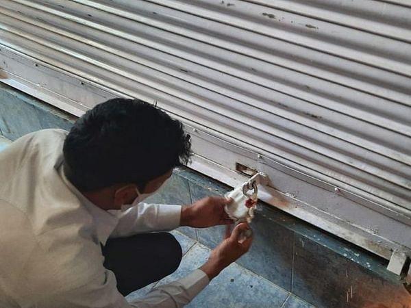 दो और दुकान सीज, नौ हजार रुपए से ज्यादा का जुर्माना वसूला