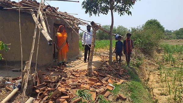 जंगली हाथियों ने दो घरों को किया ध्वस्त