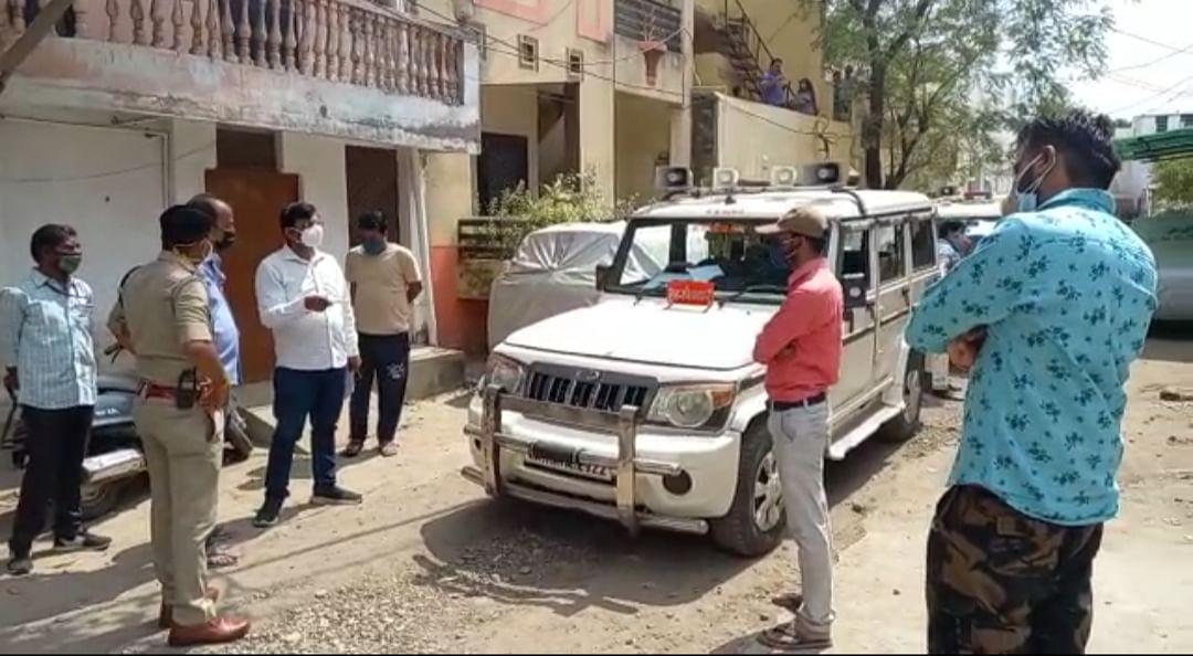 उज्जैन में एएनएम घर पर कोरना मरीज का इलाज, गिरफ्तार