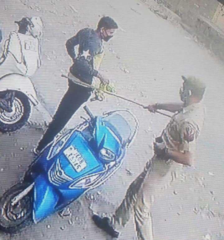 कोरोना कर्फ्यू के दौरान कठुआ पुलिस द्वारा अपनाया गया सख्त रवैया, मुख्य सड़कों पर की कटीली तारबंदी