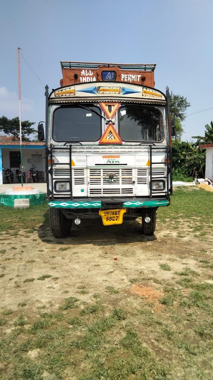 भारत-नेपाल सीमावर्ती इलाके में शराब तस्करी जारी,ट्रक सहित कारोबारी गिरफ्तार