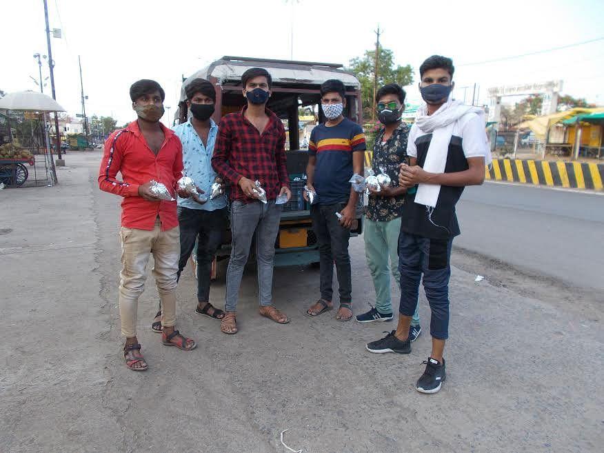 सिवनी: युवाओं ने कोरोनाकाल में प्रारंभ किया भोजन वितरण का कार्य