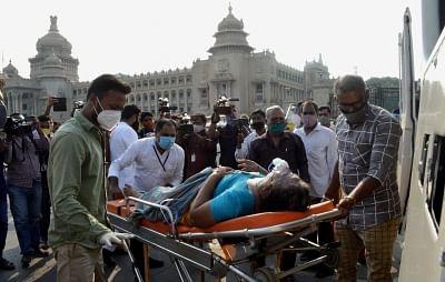 बेंगलुरु में मई के सिर्फ 20 दिनों में 4 हजार कोविड मरीजों की मौत हुई