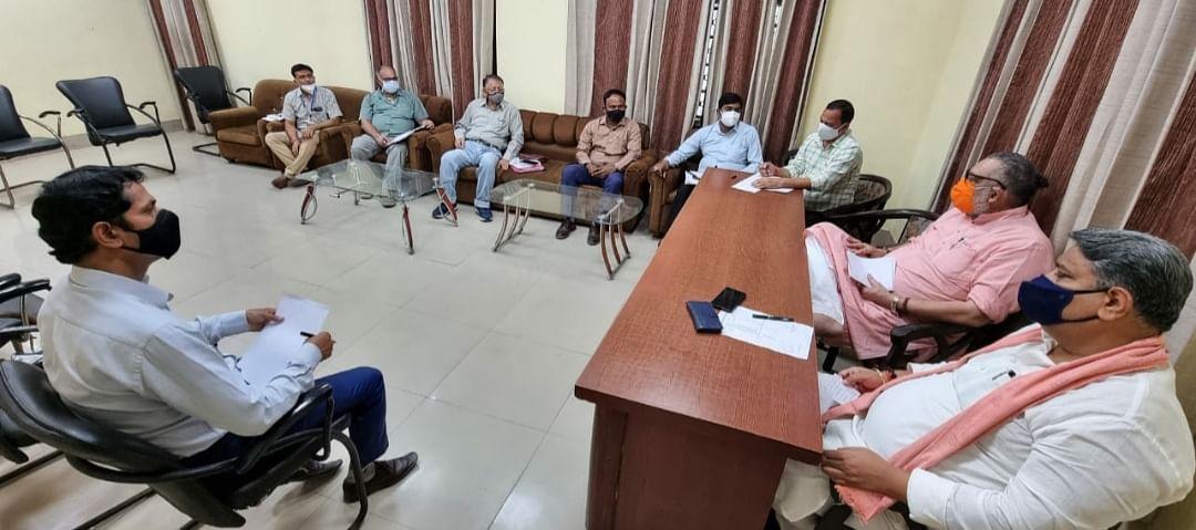 कोरोना से बचाव को लेकर केंद्रीय मंत्री गिरिराज सिंह ने की समीक्षा बैठक