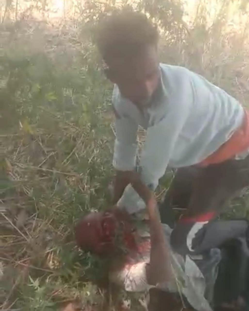 सुलतानपुर : दबंगों ने पिटाई कर किया वीडियो वायरल, दो हिरासत में