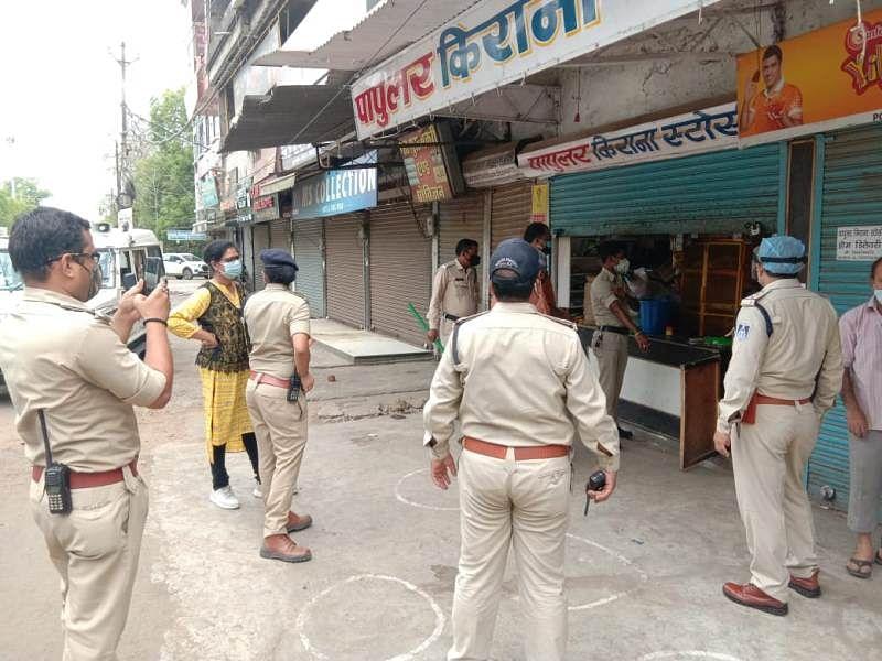 कोरोना कर्फ्यू के उल्लंघन पर होशंगाबाद में 4 दुकानों को किया गया सील