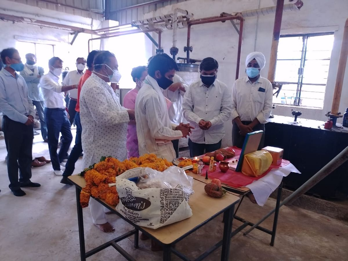in-chhindwara-bjp-in-collaboration-with-social-workers-started-shut-down-oxygen-plant