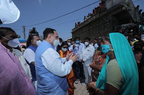 चक्रवात प्रभावित पढियारका गांव के ग्रामीणों से मिले मुख्यमंत्री रूपाणी