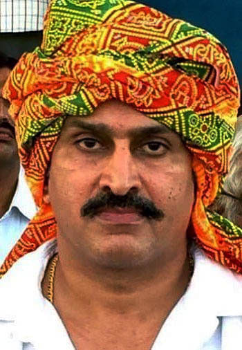 मथुरा : पुलिस टीम पर हमला करने वाला मुख्य आरोपित रालोद नेता योगेश नौहवार गिरफ्तार