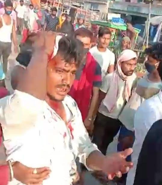 टाइगर मोबाइल द्वारा बेवजह पिटाई से आक्रोशित दुकानदारों ने किया एनएच जाम
