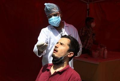 देश: अब तक दो करोड़ से ज्यादा लोग कोरोना पॉजिटिव, 2.22 लाख लोगों की मौत