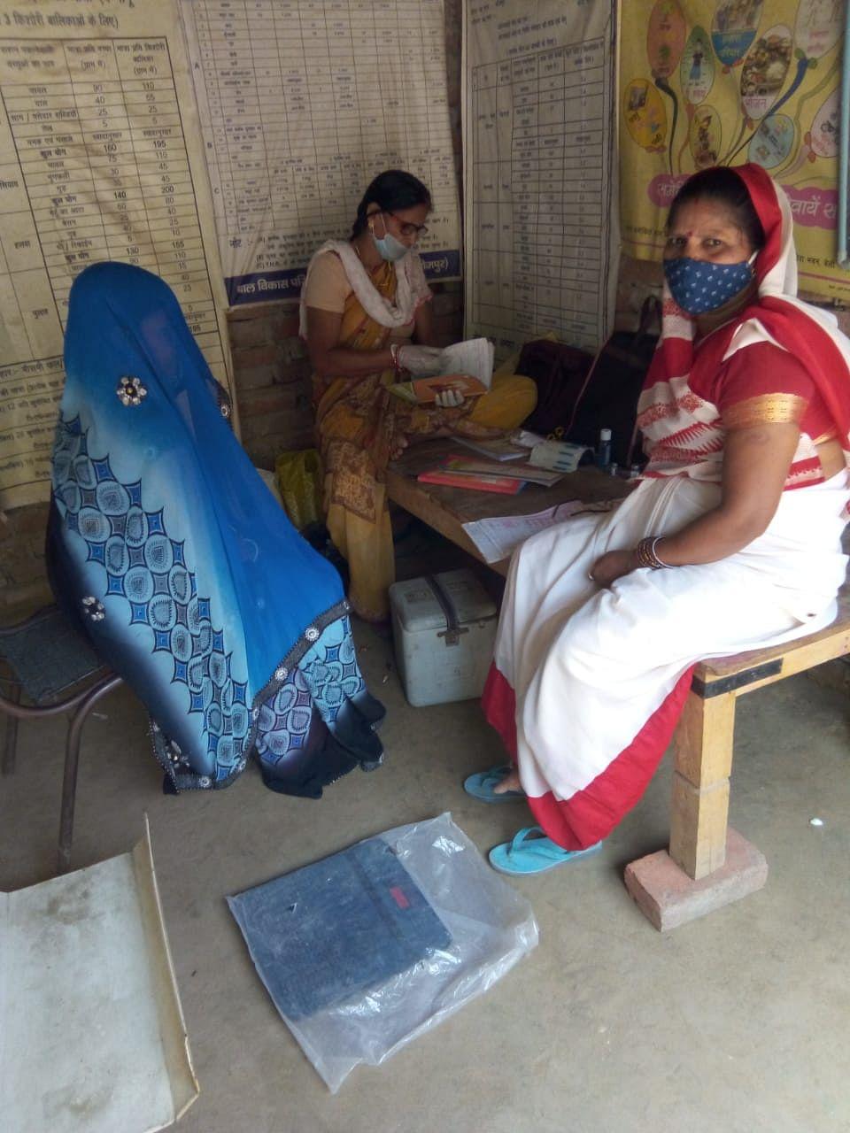 भोजपुर के डीएम और आईसीडीएस की डीपीओ के निर्देश पर आंगनबाड़ी की पर्यवेक्षिकाएँ चला रही जागरूकता अभियान