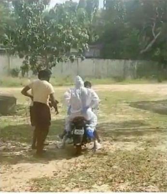 बाइक पर अस्पताल ले गए कोविड मरीज, जांच के आदेश