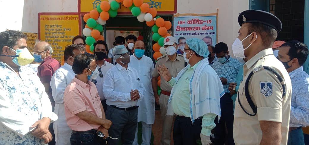 शिवपुरी में पांच सौ बीएलओ, शिक्षकों का हुआ टीकाकरण