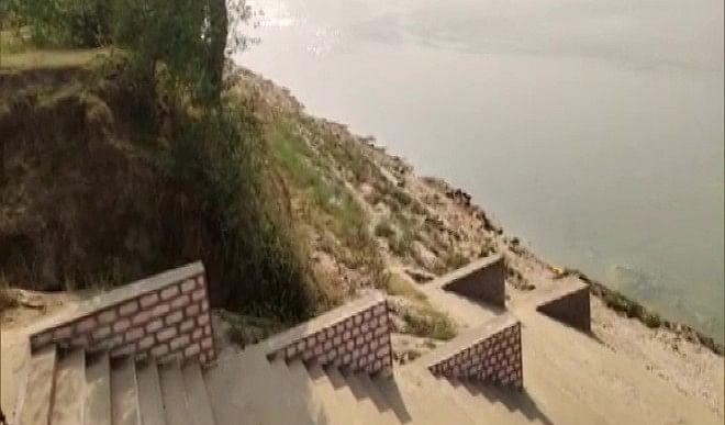 बक्सर के बाद अब उत्तर प्रदेश के गाजिपुर के घाट पर पानी में तैरती मिली दर्जनों लाशें, जांच शुरू