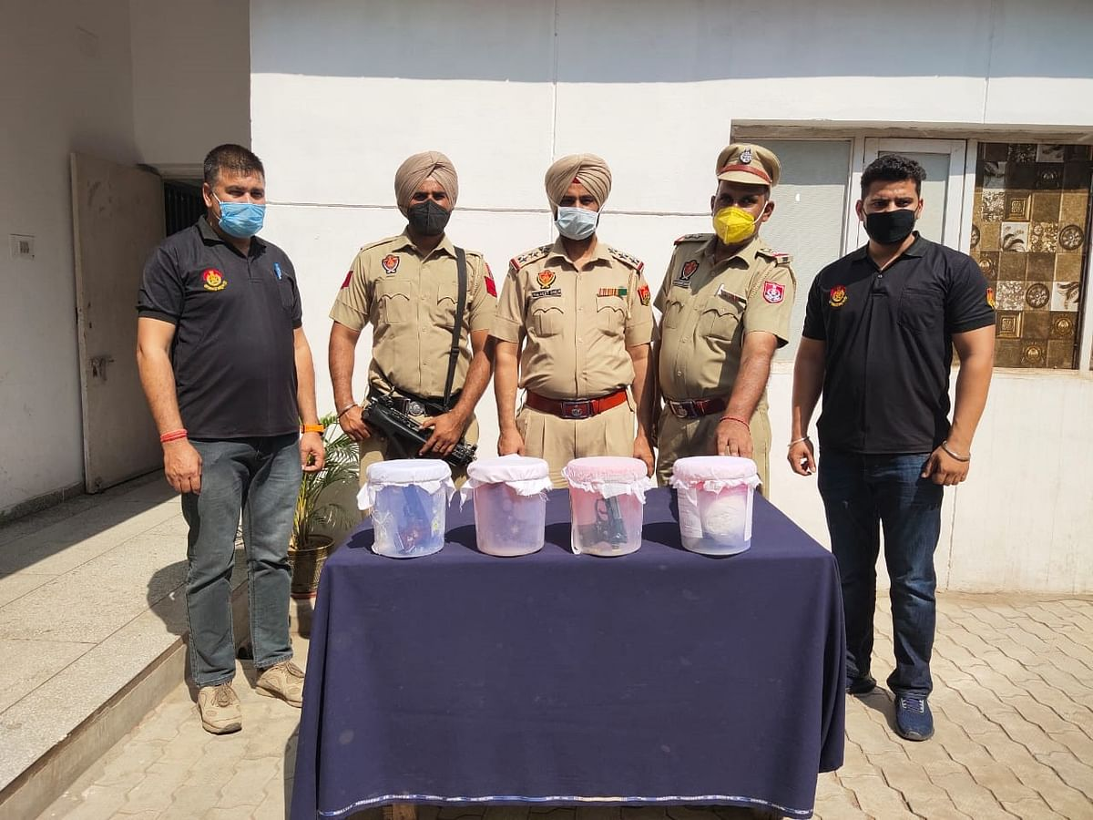 gangster-gavi39s-five-accomplices-arrested-with-heroin-foreign-weapons-and-three-cars