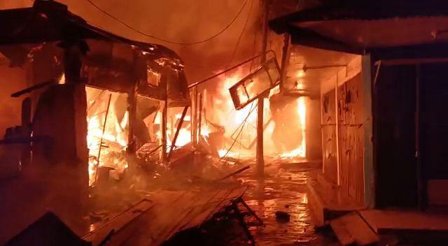 300 से अधिक दुकानें जलकर राख, करोड़ों रुपये की संपत्ति का नुकसान