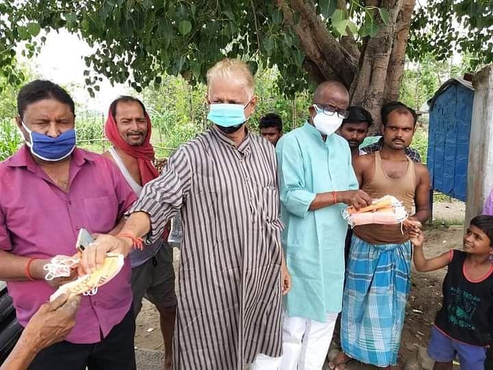 बगहा विधायक ने प्रखंड बगहा एक के कई गांवों का सेनेटाइंजेशन कराया